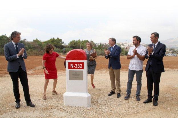 Sáenz de Santamaría anuncia 121 millones para carreteras este año