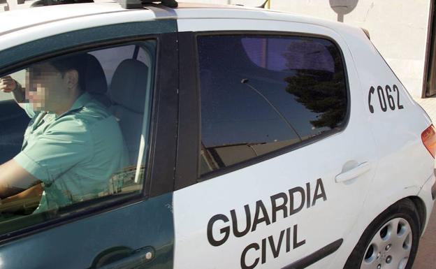 Coche patrulla de la Guardia Civil./LP
