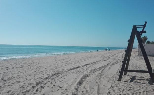 b78944110571 Halla en una playa su anillo de boda perdido hace 14 años