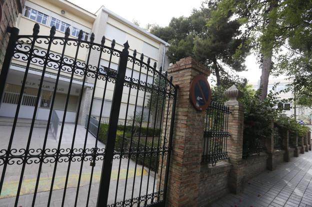 La entrada principal del Ceip Villar Palasí. / Jesús Signes