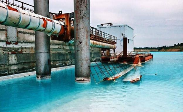 Imagen del estanque de residuos de la central energética de Novosibirsk.