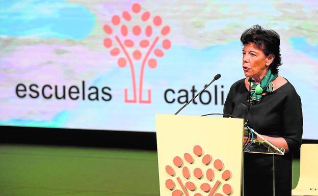 La ministra en funciones Isabel Celaá, durante su intervención en la inauguración del congreso. /E. C.