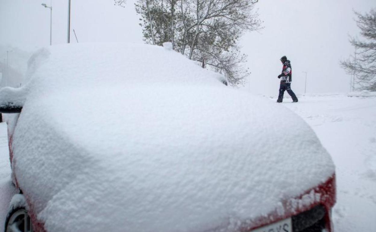 Trafico Carreteras Cortadas Por La Nieve Y El Hielo En Espana