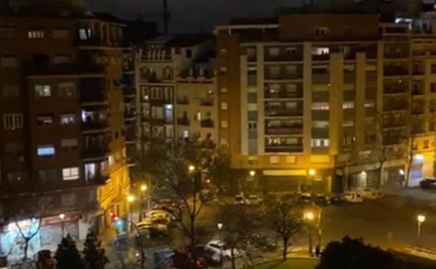 Valencia aplaude desde sus balcones al personal sanitario