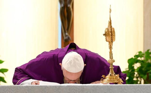 El Papa concede indulgencias plenarias a los enfermos de coronavirus y a quienes les cuidan