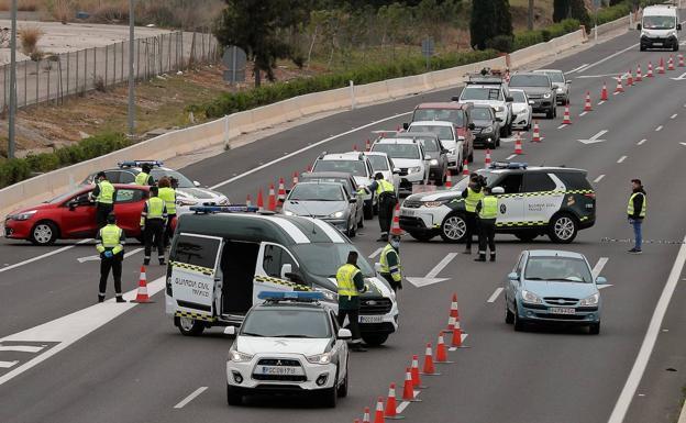 Controles en las salidas de Valencia para evitar excursiones y desplazamientos a segundas residencias