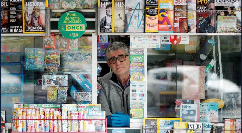 Los quioscos siguen vendiendo prensa en todas la ciudades de España.