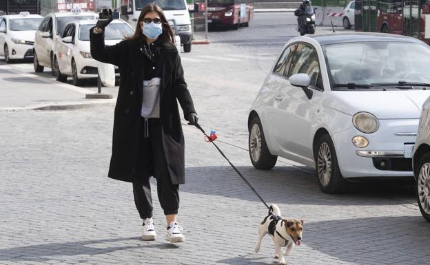Permitir que tu perro juegue con otro o se acerque a una persona podría costarte 3.000 euros