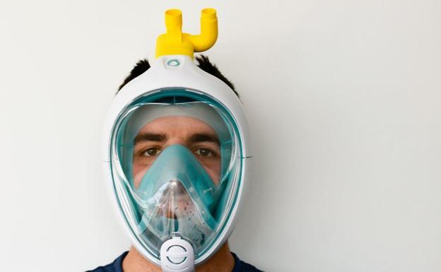 Adaptan una máscara de snorkel de Decathlon para conectar a los enfermos de coronavirus a los respiradores