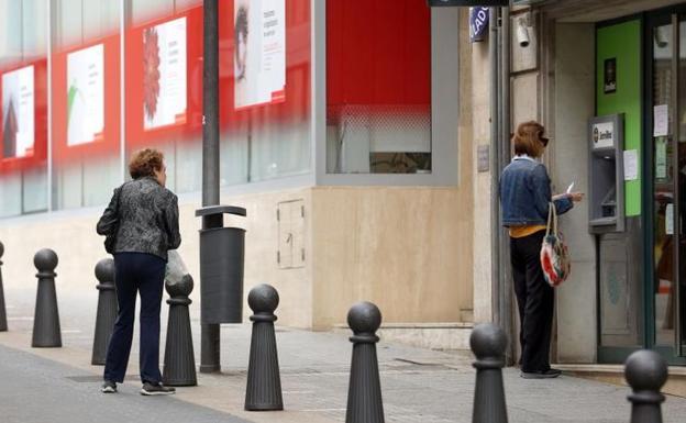 El coronavirus complica el cobro de pensiones en España