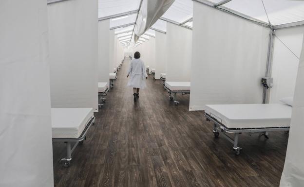 Los hospitales de campaña permanecerán montados hasta diciembre en previsión del repunte del coronavirus tras el verano