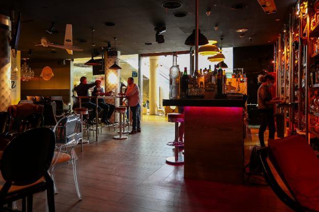 Los pubs piden abrir y denuncian un agravio comparativo con los bares