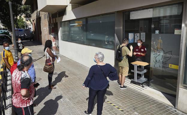 Tres mil valencianos afectados por un ERTE siguen sin cobrar la prestación