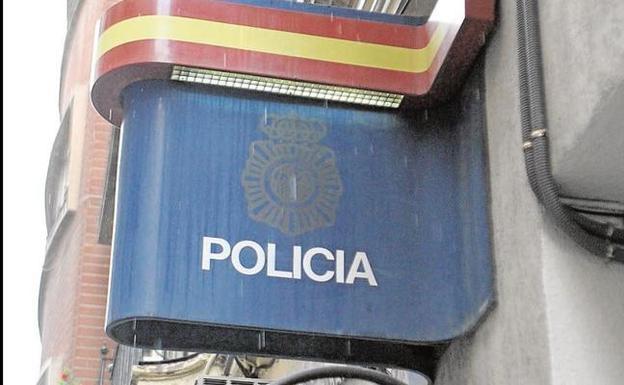Un menor hiere a un policía con un cuchillo en una comisaría de Valencia