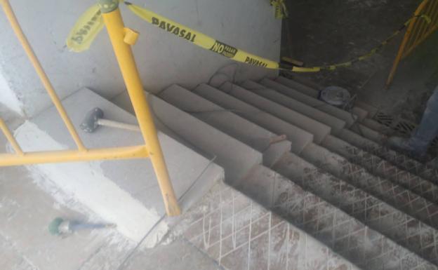 Las escaleras serán revestidas con granito antideslizante.