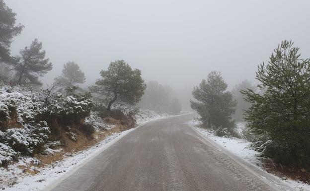 Carretera entre Moixent y Navalón. /lp