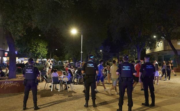 La nueva ordenanza de convivencia de Valencia también multará por el ruido a quienes hagan botellón