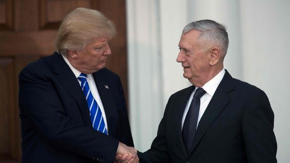 Donald Trump y James Mattis, su secretario de Defensa./